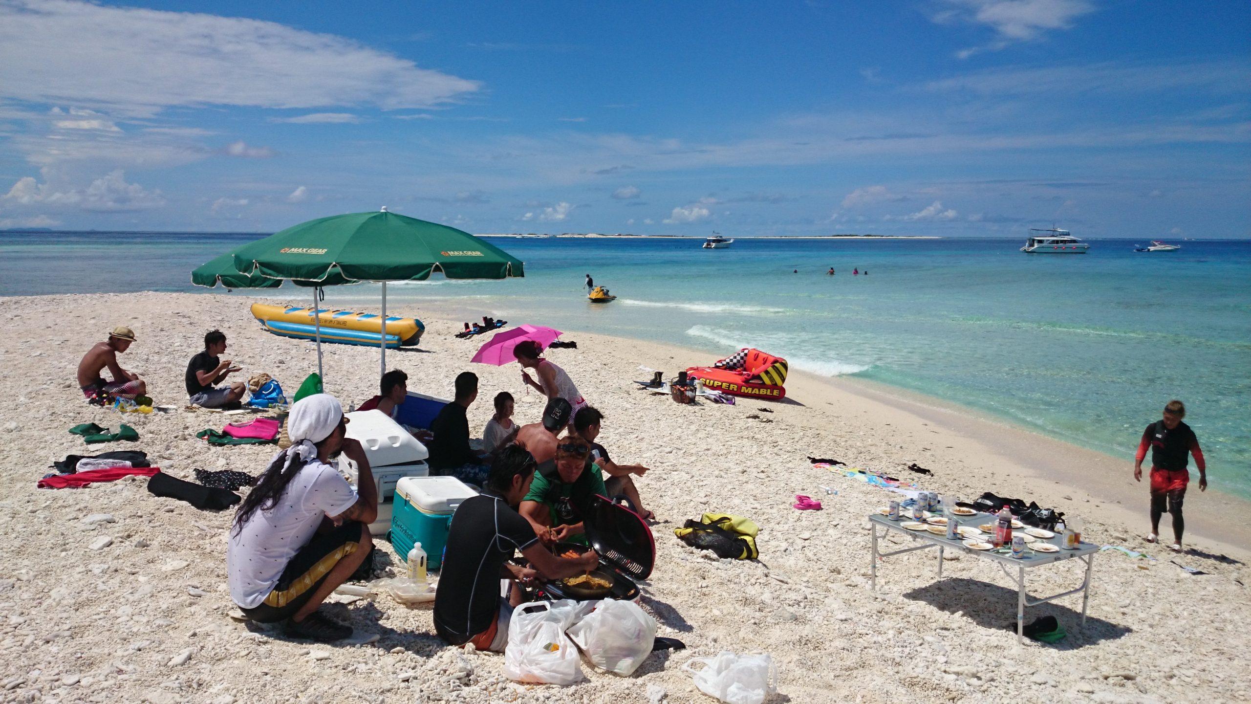 渡口の浜ビーチでQQBするグループ