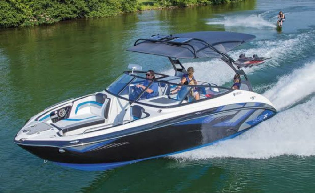 AR242Xモーターボート